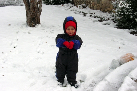Winter play activities and tips on keeping children warm!
